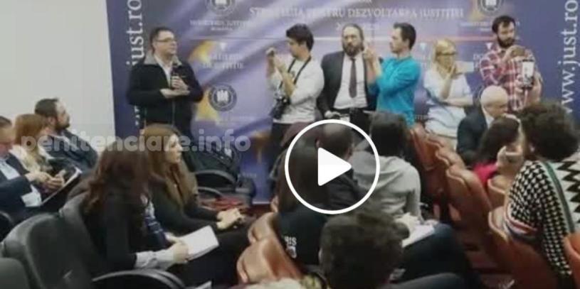 Dezbaterea despre proiectul gratierii, transmisa live cu telefonul