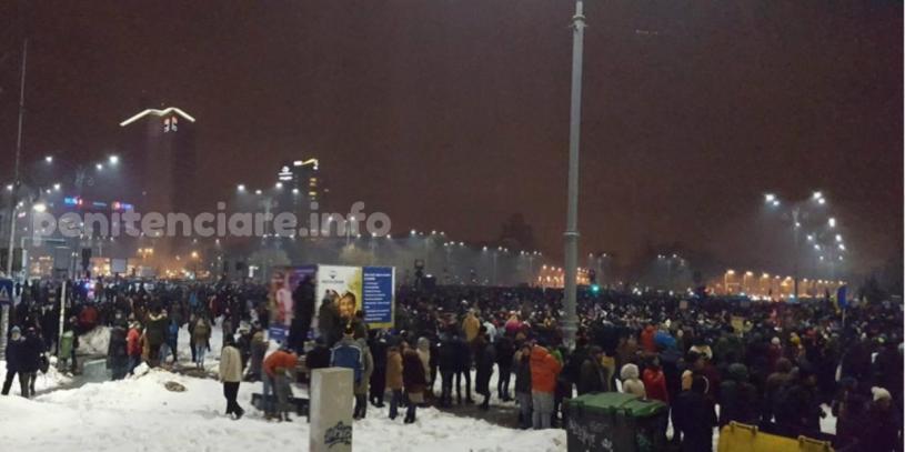 """30.000 de oameni la sediul PSD: """"Dragnea, nu uita, asteptam si cartea ta"""""""