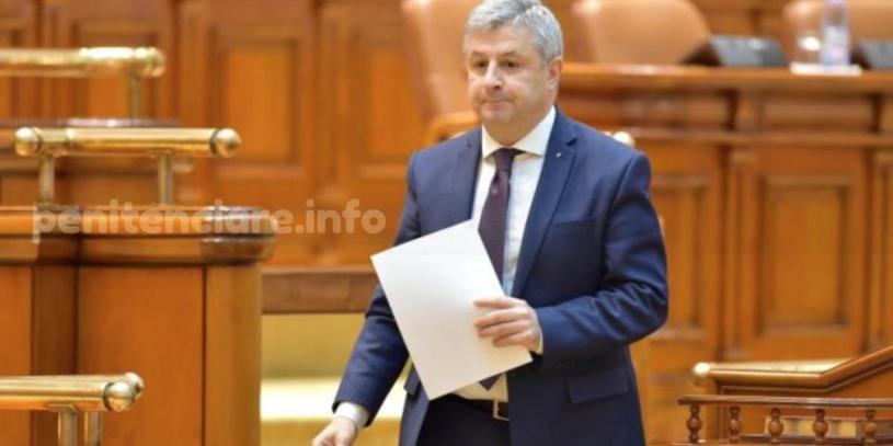Dragnache invitat sa demisioneze in timpul dezbaterii proiectului gratierii
