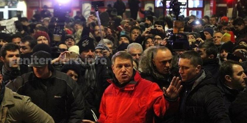 Klaus Iohannis nu avea calitatea morala sa iasa in strada