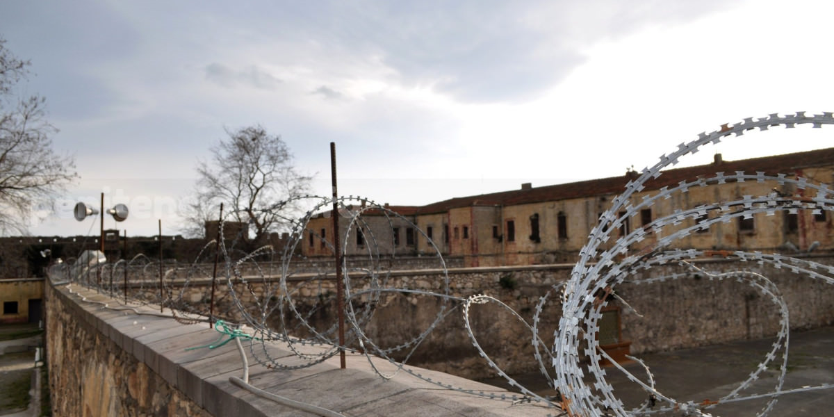 Penitenciare construite pe hartie