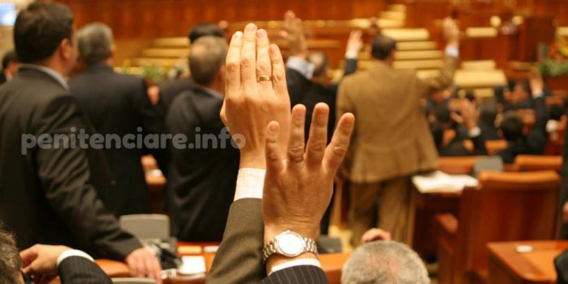 Statutul politistului de penitenciare a fost dezbatut in Parlament