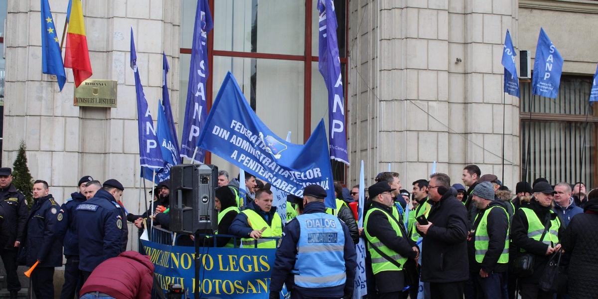 MASS MEDIA | Reactie la prostestul politistilor, personalului din penitenciare si al rezervistilor militari