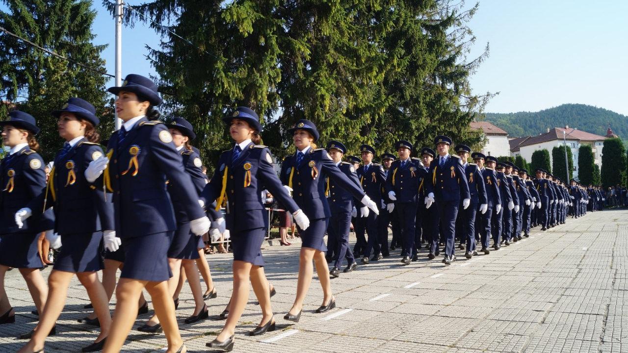 Schimbarea si mutarea din functie a politistilor de penitenciare au fost suspendate